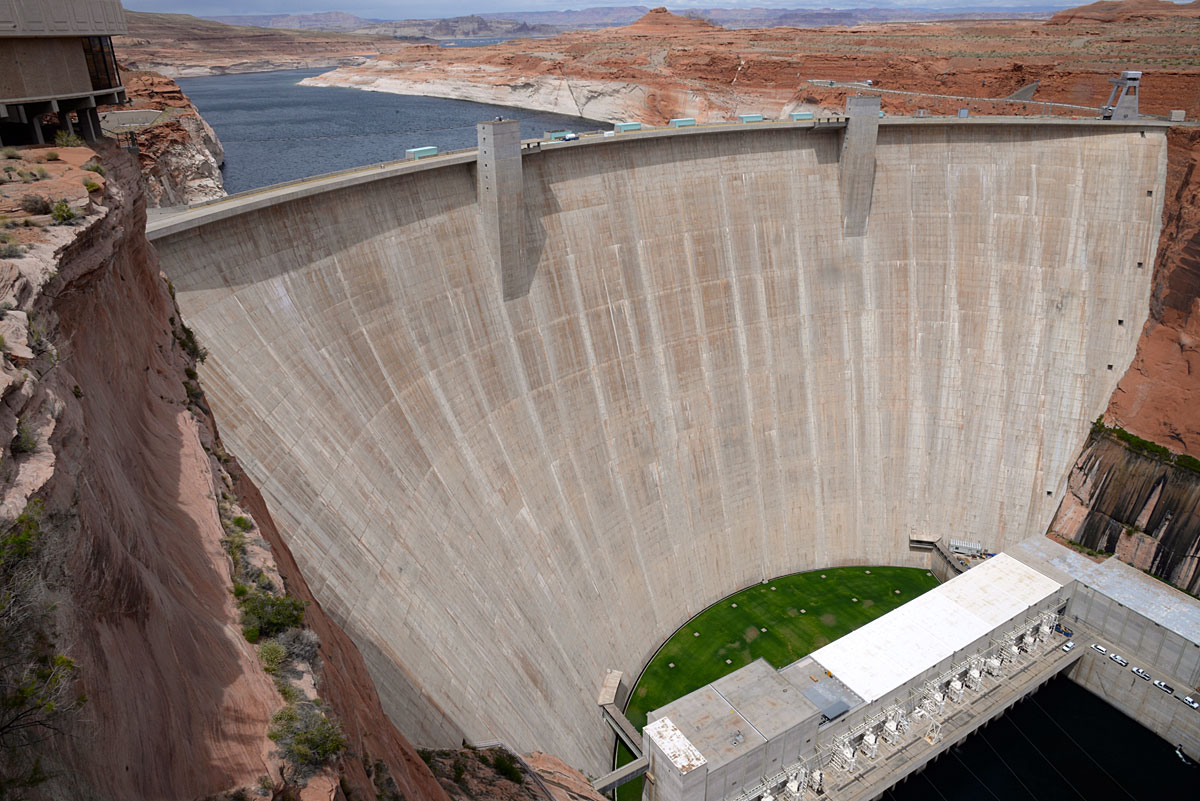 At the Utah border, Glen Canyon Dam (which took fifteen years to fill) harnesses the power of the Colorado River.